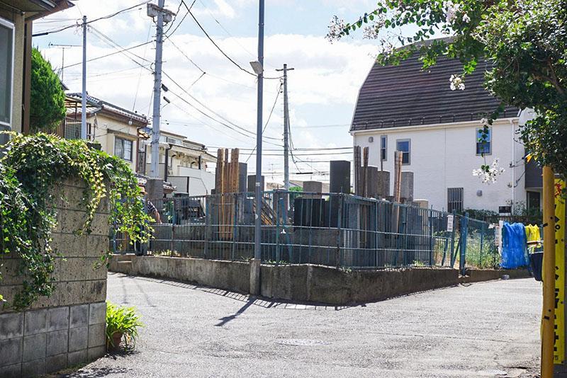住宅街の墓地1