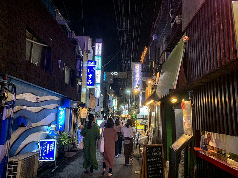 北千住駅前の風俗街の夜の風景2