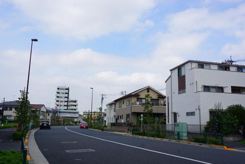 学校前の大通り