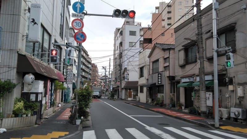 駒込南東の八幡坂通り
