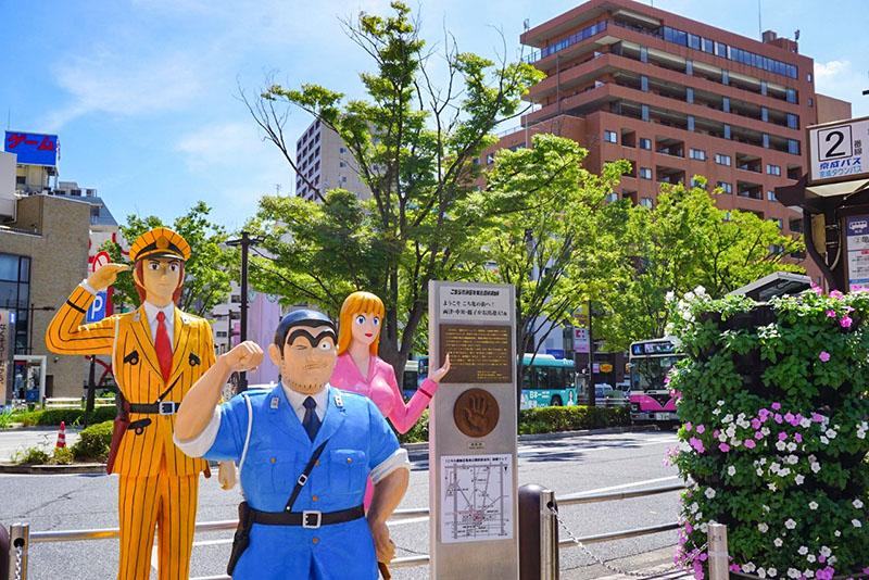 亀有駅前のこち亀像