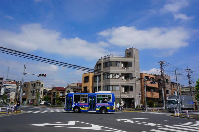 青井駅入り口の交差点