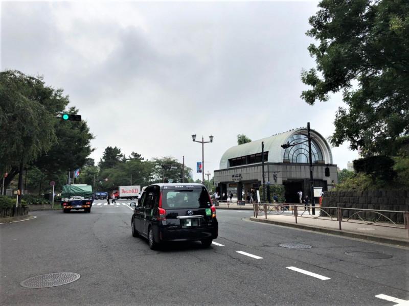 四ツ谷駅の東の通り