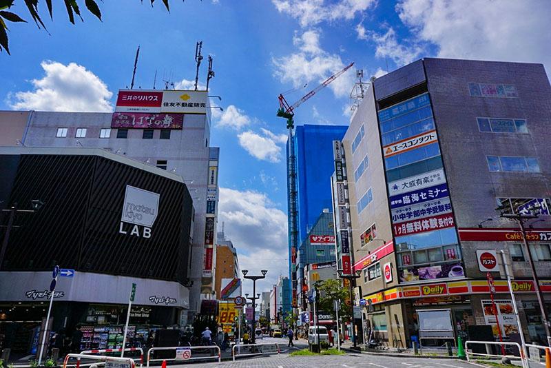 JR本八幡駅南口駅前