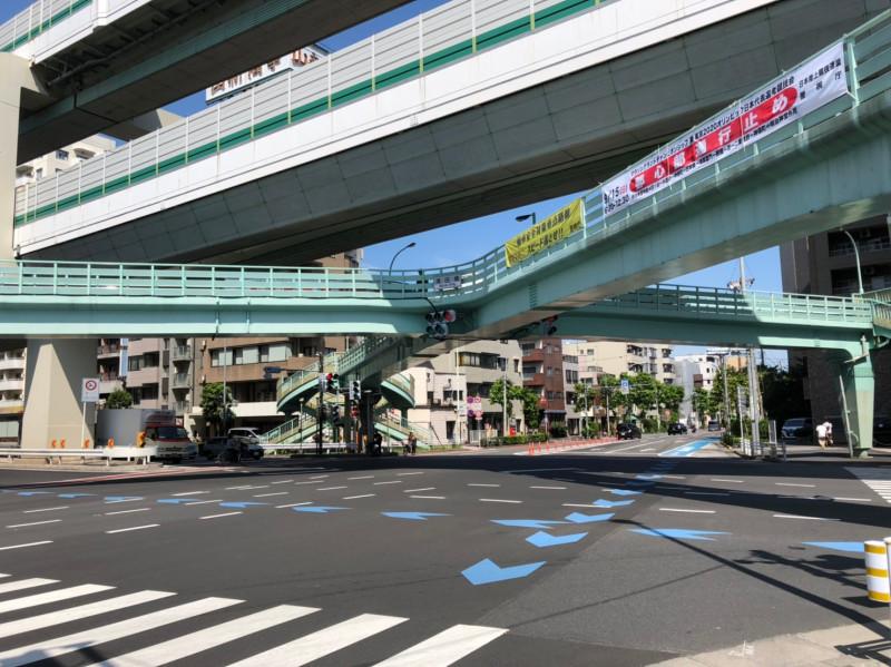 王子駅北東側の溝田橋の交差点