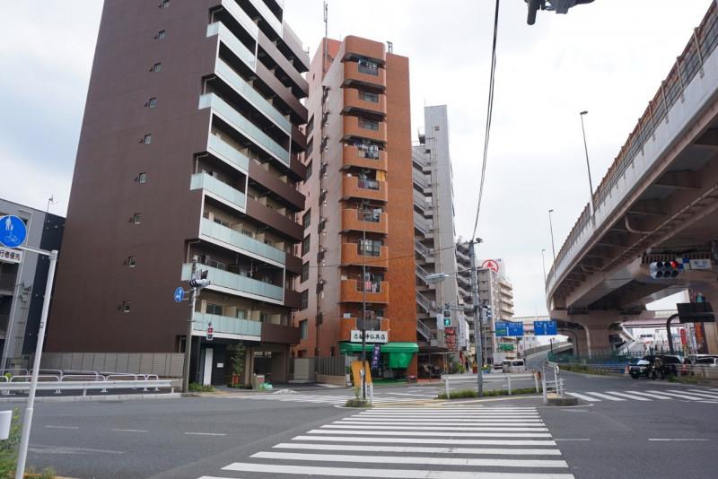 日光街道と梅田通りの交差点