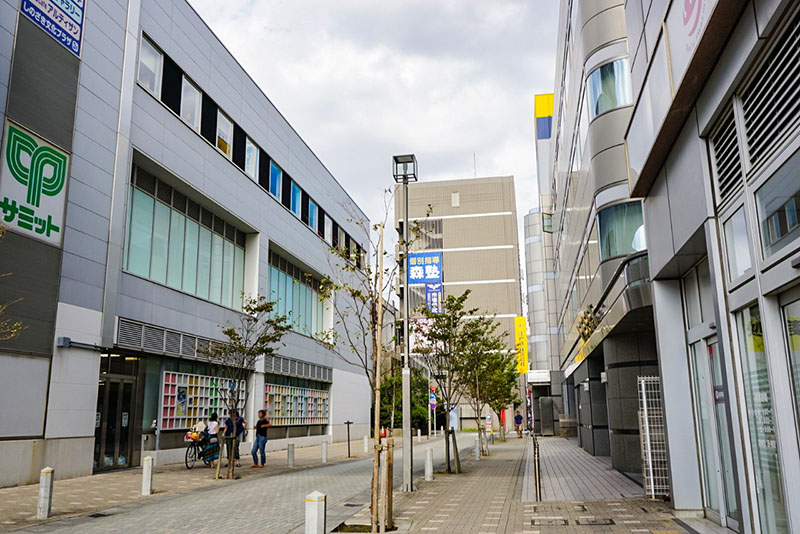 都営新宿線の高架沿い