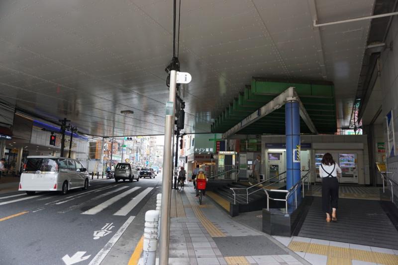 梅島駅前の高架下