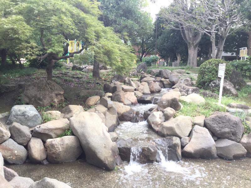 豊島区立千早公園の滝