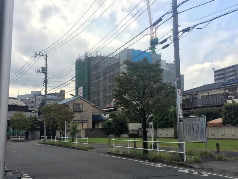 東久留米駅東口付近の建設中建物