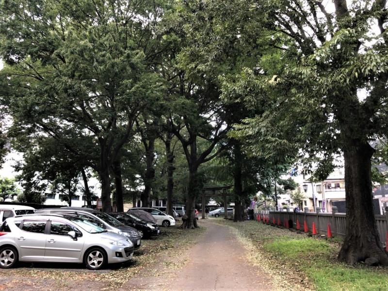 平塚神社前の駐車場