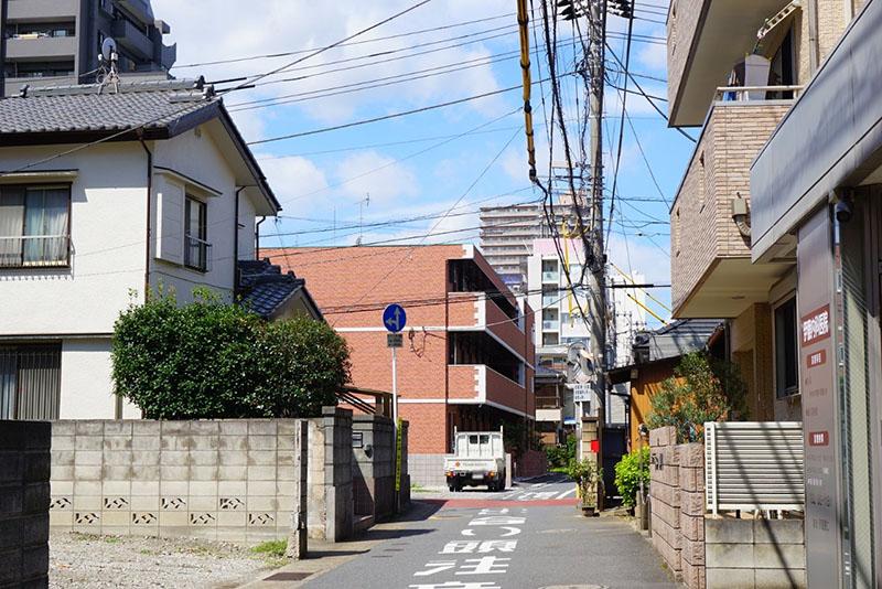 千葉街道を南に超えた住宅街