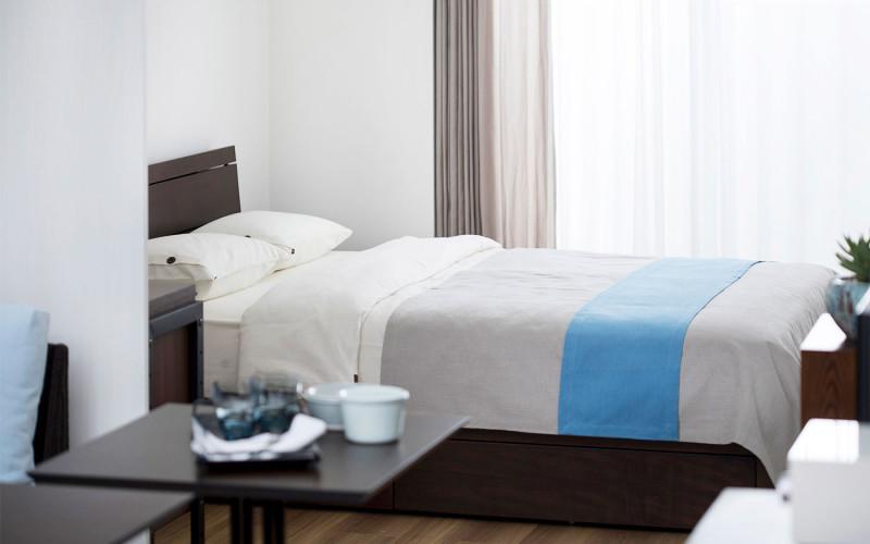 ダブルベッドを配置した寝室のレイアウト①