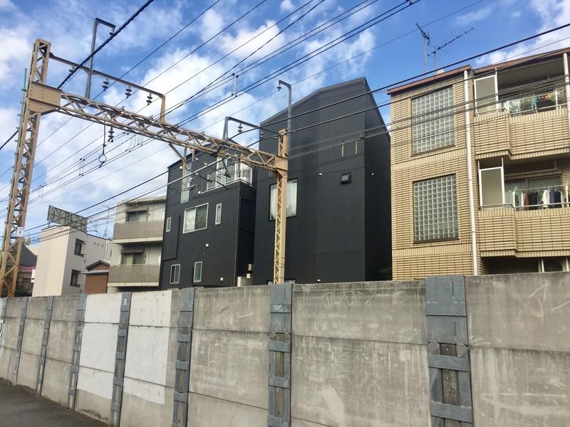 線路沿いの住宅の様子