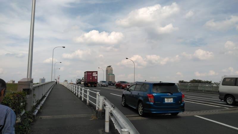 新荒川大橋の上