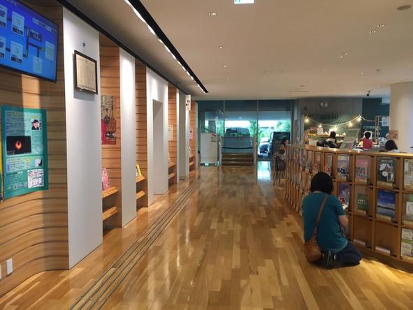 東京都立多摩図書館 館内⓶