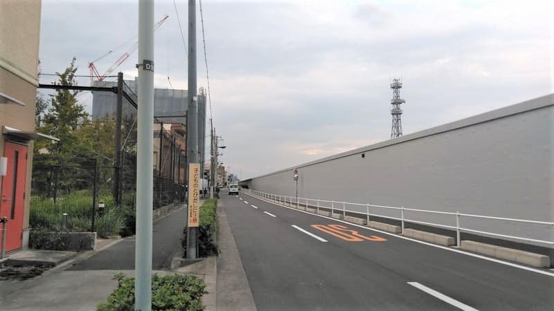 志茂 新河岸川沿いの車道