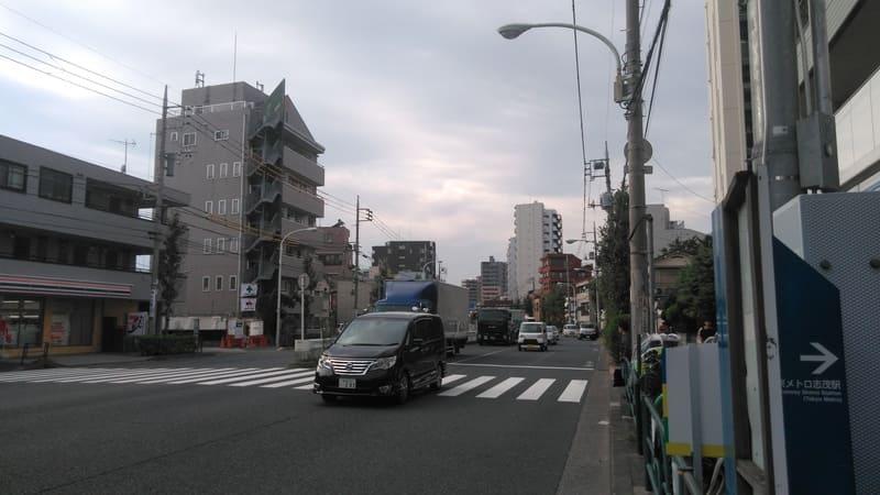 志茂駅2番出口前