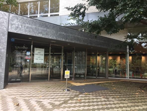 東京都立多摩図書館 入口