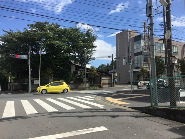 西恋ケ窪2丁目交差点