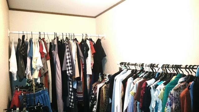 サービスルームを洋服専用スペースにした例