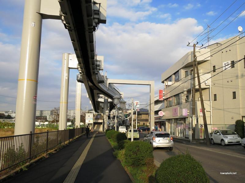 駅周辺の街並み