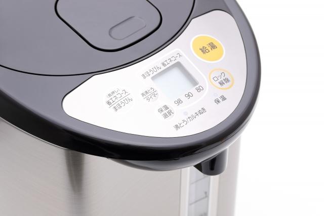 電気ポットの操作ボタン