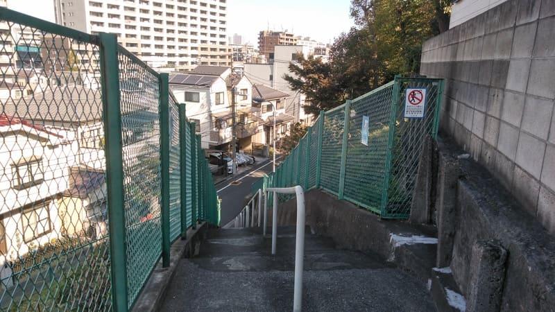 北赤羽駅南側 住宅街の階段
