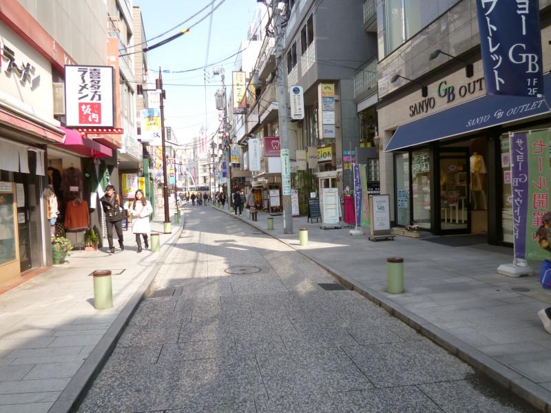 石川町商店街周辺の様子