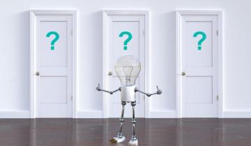 クエスチョンマークの扉の前にいる人型の電球人形