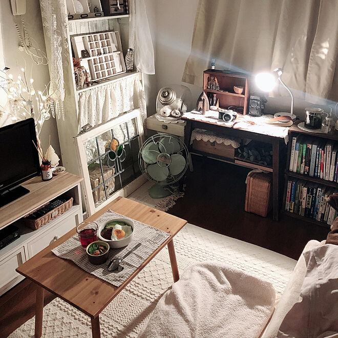 家具の色を統一してまとめるレイアウト