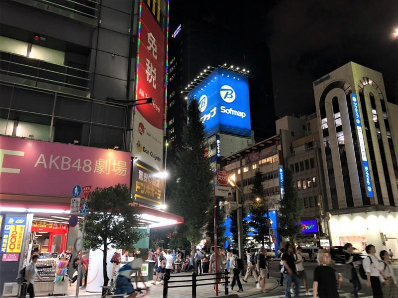 秋葉原駅周辺の夜の様子