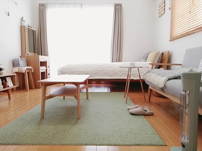 背の低い家具で空間を広めに確保したレイアウト