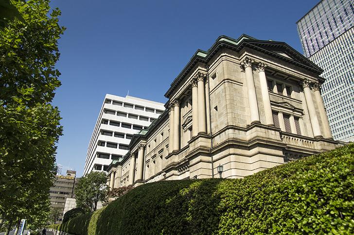 三越前駅前の日本銀行