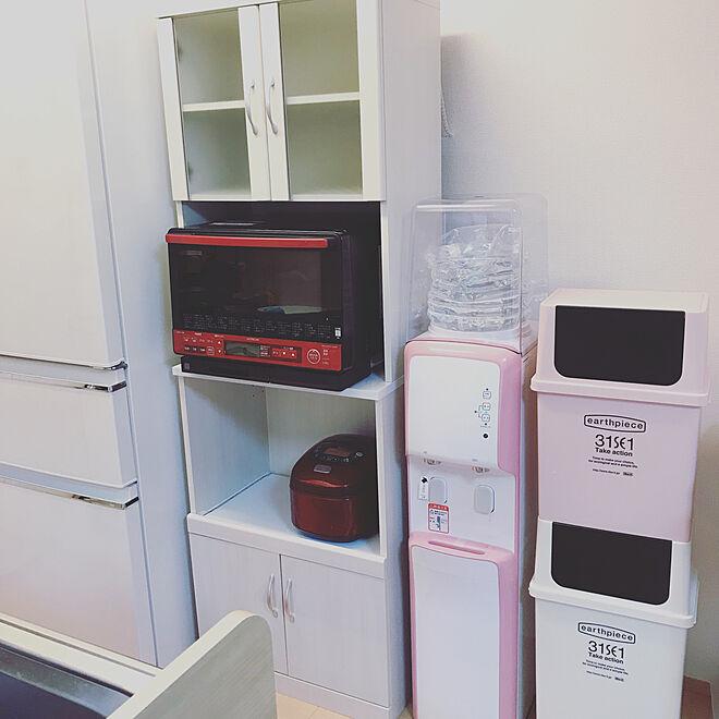 キッチンスペースに食器棚