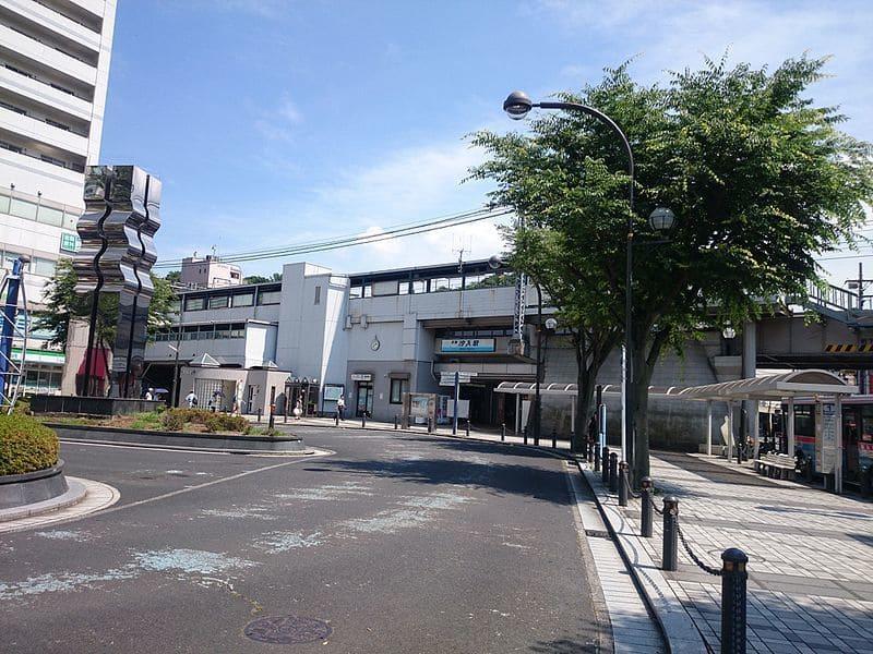 汐入駅 駅前の様子