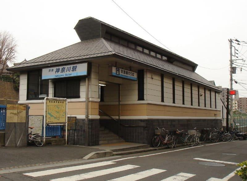 神奈川駅 駅前の様子