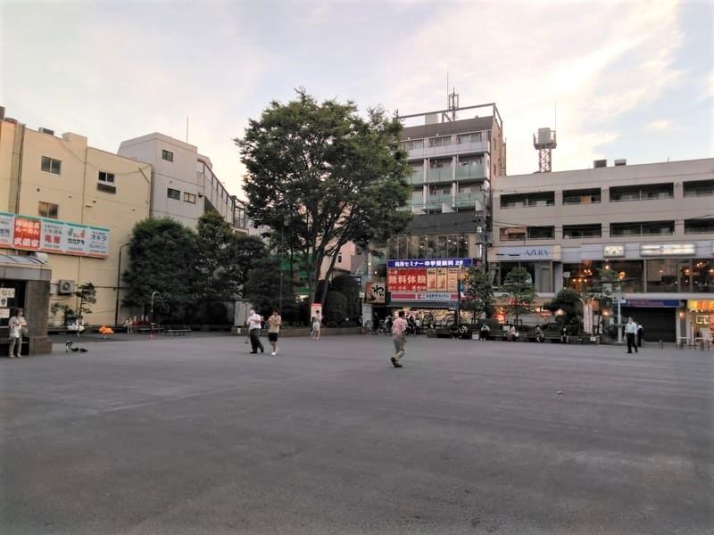 烏山区民センター 広場