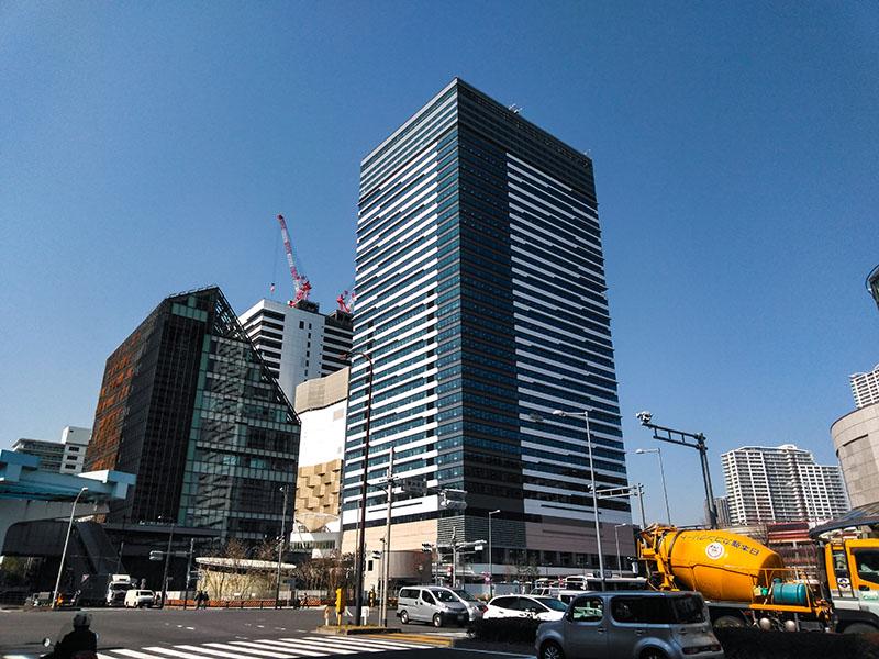 豊洲文化センターとオフィスビル