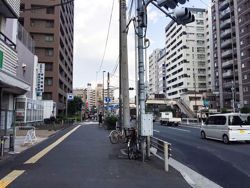 三ノ輪駅2番出口前の昭和通り