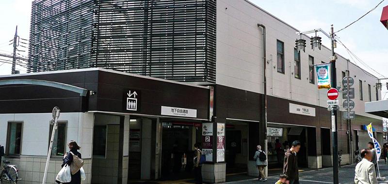 千歳烏山駅の外観