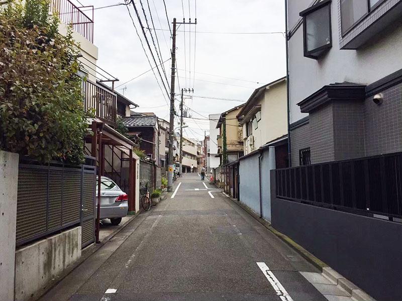中延駅北側の住宅街にある坂道