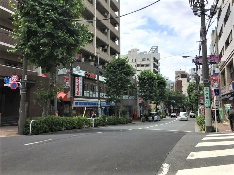 滝野川桜通り サイゼリヤ 板橋東口店